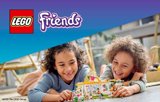 ¡Los constructores pueden celebrar las vacaciones con los sets LEGO Friends! ¡Desde la tienda de surf hasta el telesilla, los niños pueden capturar los recuerdos más divertidos con sus mejores LEGO Friends!